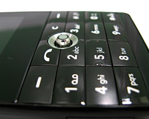 Обзор сотового телефона LG KE820