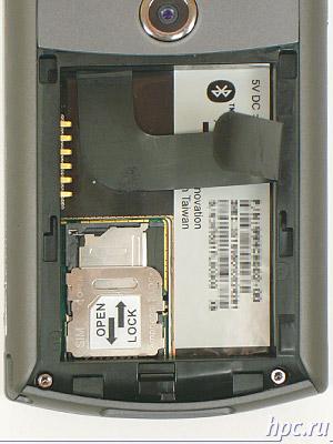 HTC P3300: разъемы для SIM-карты и miniSD