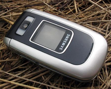 Samsung D730 в закрытом состоянии
