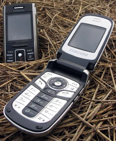 Samsung D720 – строгий бизнес-класс, Samsung D730 – молодёжное развлечение