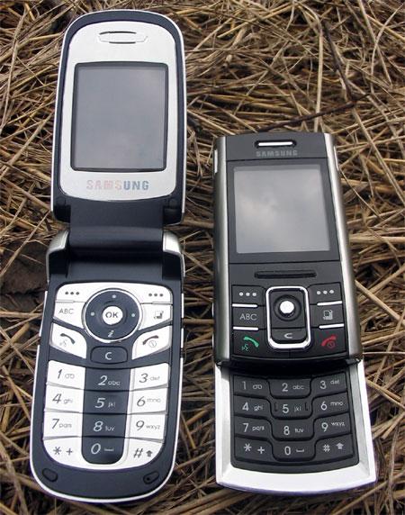 Samsung D720 (справа) и D730 (слева) в открытом состоянии