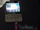 Квадратный Android смартфон Motorola Charm впервые вживую