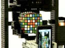 Motorola Droid собирает кубик Рубика
