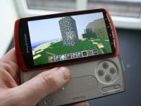 Фото Sony Ericsson Xperia Play в оранжевом цвете