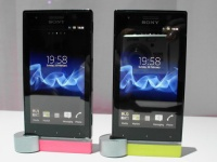Первый взгляд: Sony Xperia P и Sony Xperia U (фото и видео)