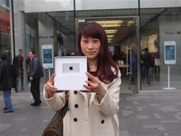 Apple вручила приз девушке, скачавшей 25-миллиардное приложение из App Store