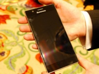 Lenovo представила IdeaPhone K900, оснащенный двухъядерным процессором Intel Atom