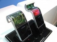 CES 2013: Samsung продемонстрировала первый телефон, оснащенный гибким дисплеем