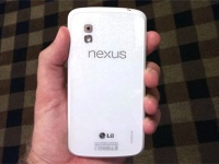 Белый Google Nexus 4 появился на пресс-фото и поступил в продажу в Индии