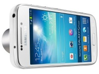 Samsung представила камерофон GALAXY S4 Zoom с 10-кратным оптическим зумом