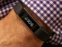Fitbit Alta — фитнес-трекер с металлическими и кожаными ремешками