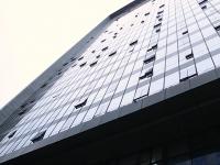 Видео: UMI London выдержал падение с высоты 100 футов