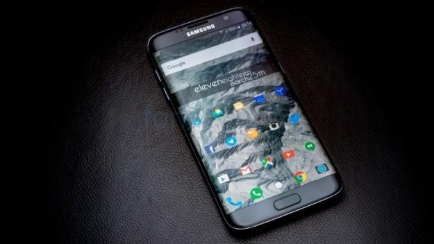 Самсунг Galaxy S8 сумеет распознавать отпечатки пальцев экраном