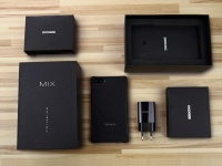 Фото DOOGEE MIX — распаковка «безрамочного» смартфона с двойной камерой