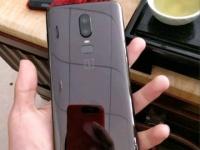 Первые живые фото OnePlus 6: экран с вырезом и Galaxy S9+ сзади
