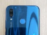 Фото дня: смартфон Huawei P20 Lite с зеркально-синей задней панелью