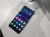 «Пугающий» смартфон Huawei показался лицом