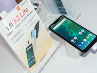 Xiaomi официально начинает продажи двух Android One смартфонов: Mi A2 от 7 499 грн и Mi A2 Lite от 5 499 грн