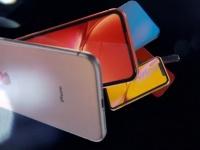 Apple представила доступный смартфон iPhone XR в 6 расцветках