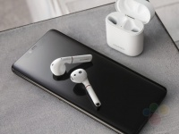 Huawei Mate 20 Pro и Freebuds 2 Pro на живых и промо-фото
