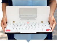 Astrohaus Traveler — ноутбук для писателей с двумя экранами E Ink и четырёхнедельной автономностью