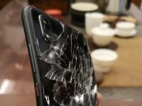 Смартфон Huawei P20 упал с 21 этажа и продолжил работать
