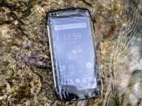 Видео: Blackview показал надежную технологию зарядки смартфона BV6800 Pro под водой