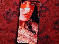 При правильном подходе врезанная в экран камера Samsung Galaxy A8s становится «невидимой»