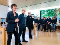 Apple покидает глава розничной торговли
