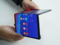 Гибкий смартфон OPPO на фото и видео