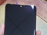 Изогнутый дисплей Huawei P30 Pro на фото подтверждает дизайн