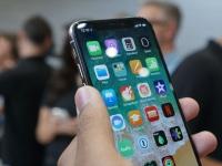 Apple увеличила объёмы производства iPhone, надеясь выгадать от санкций против Huawei