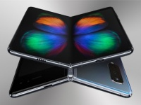 Складной Samsung Galaxy Fold появится в продаже вместе с iPhone XI