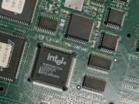 Intel возобновила продажи продукции компании Huawei, поскольку США ослабляют ограничения