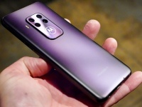 Motorola One Zoom: экран OLED, оптическая стабилизация на двух модулях квадрокамеры и большой аккумулятор