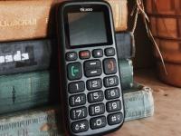 Какой телефон выбрать для бабушки?