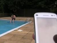"Видео тест Nokia 3720 Classic - ""Купание"" в бассейне"