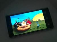 Демонстрация игры Angry Bird на Dell Venue