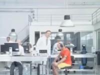 Рекламный ролик Motorola RAZR2 V8